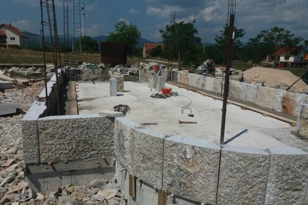 Milovan Antović, Radovan Prodan, Nebojša Antović i Marko Salatić započeli su zidanje hrama 24.07.2019. godine.