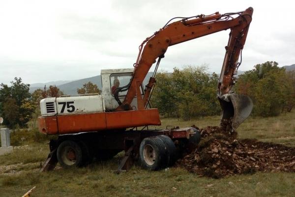 Dana 5. oktobra 2018. godine iskopani su temelji za crkvu  Sabora Svetog arhangela Gavrila. Bagerom je upravljao Tomica Samardžić a kamionom za odnošenje zemlje Luka Samardžić. Troškove angažovanja mehanizacije donirao je Goran Bošnjak.